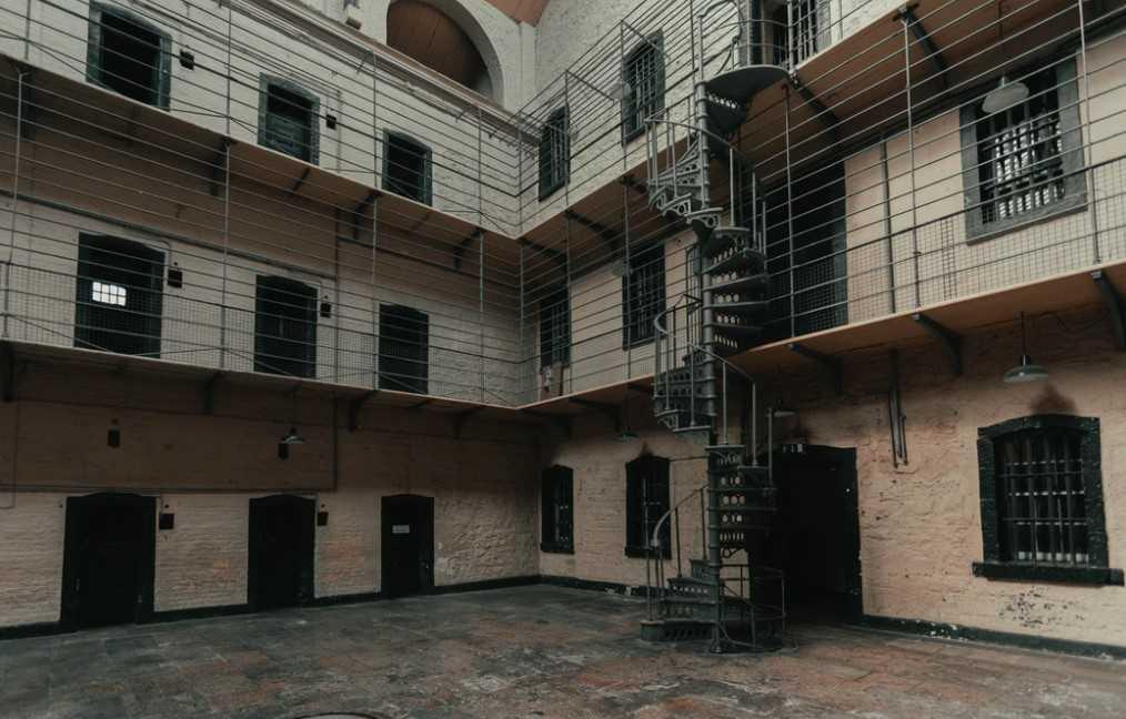Natale-e-Capodanno-2020-Coronavirus-Carcere-blog-Biblioteca-Andrea-Porta-Mezzane-di-Sotto-Verona-foto-esterno-carcere